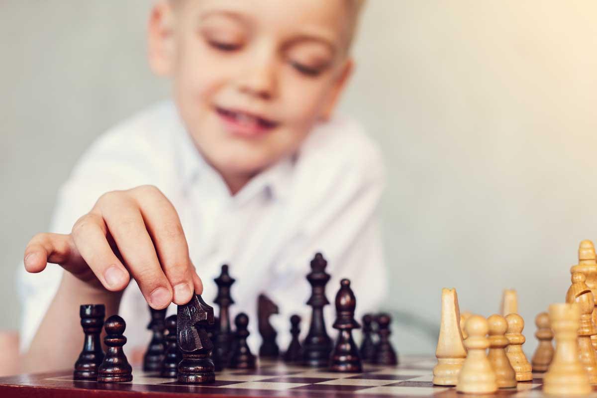 Points positifs à apprendre les échecs aux enfants