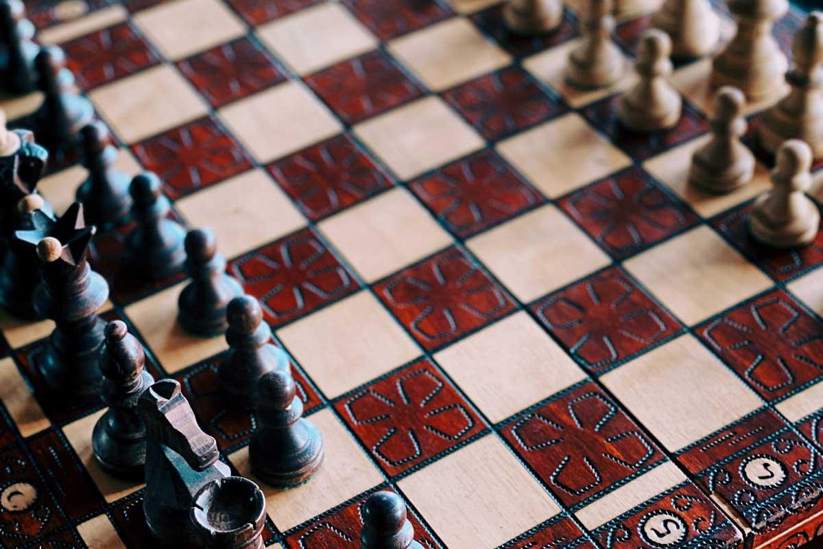 Magnifique jeu d'échecs en bois