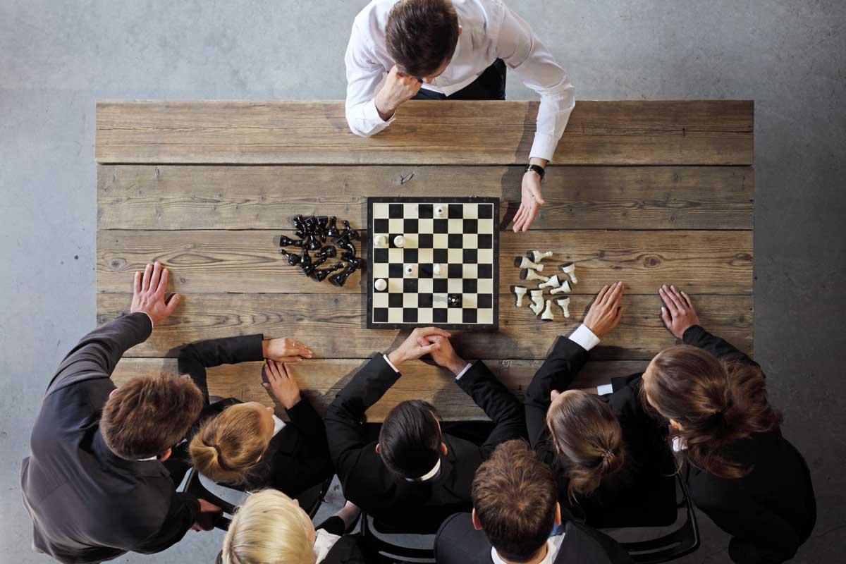 Joueur d'échecs concentré