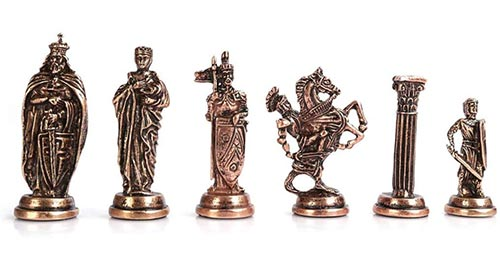 jeu d'échecs de luxe médiéval avec pièces de qualité