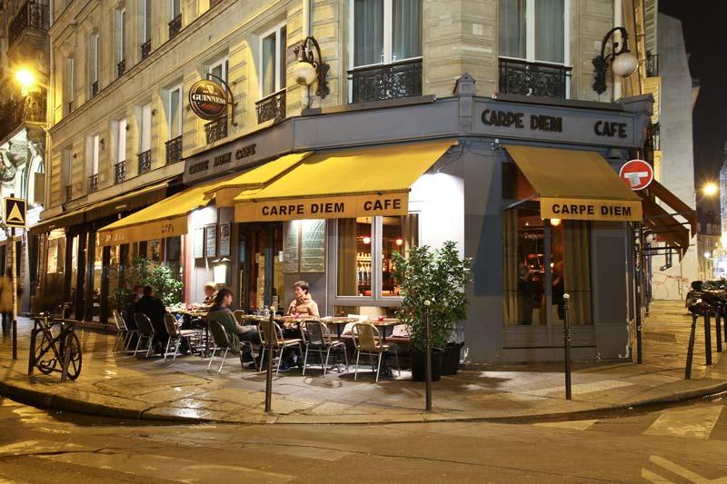 Carpe Diem Café offre un superbe cadre pour vos parties d'échecs entre amis