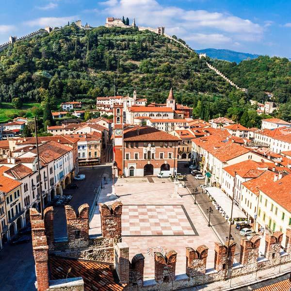 La ville de Marostica en Italie est une ville dédiée aux jeux d'échecs