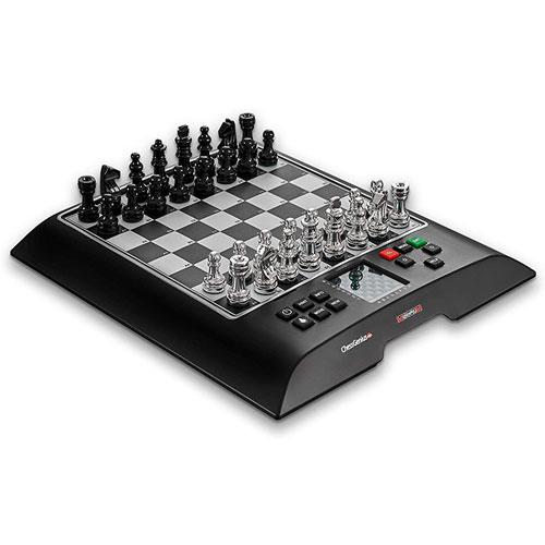 Le Millenium ChessGenius Pro est un jeu d'échecs électronique d'entrée de gamme