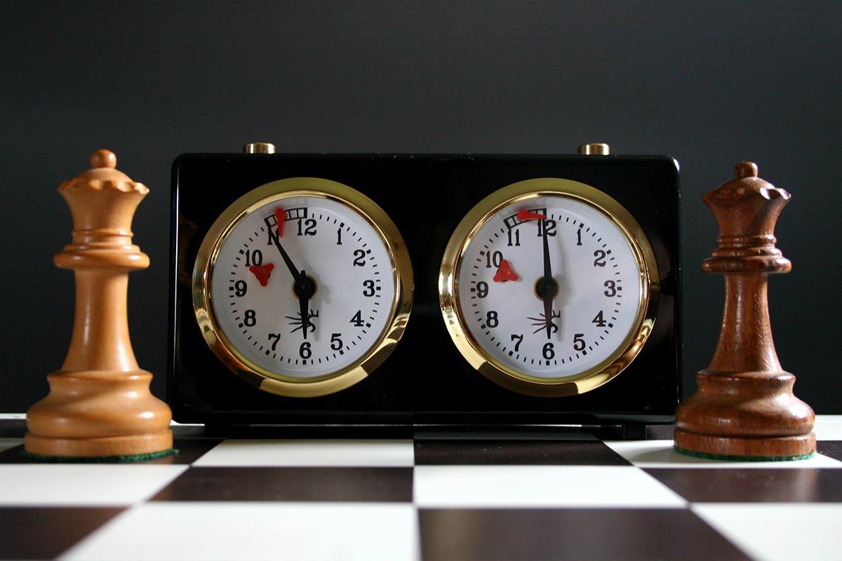 Pendule échecs mécanique