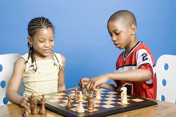 Les échecs sont idéals pour accompagner votre enfant vers l'autonomie
